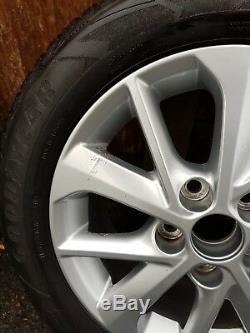 Les Roues En Alliage De Toyota Lexus Complet Avec Bonne Année Pneus D'hiver
